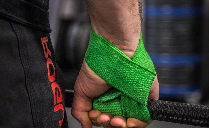 Использование кистевых ремней в становой тяге